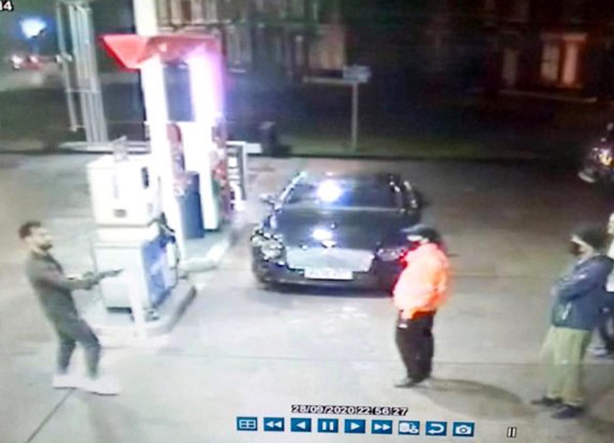 Benzin aldığı sırada fark etti: Evsiz adamı tacizden kurtaran Mohamed Salah, İngiliz basınının gündeminde