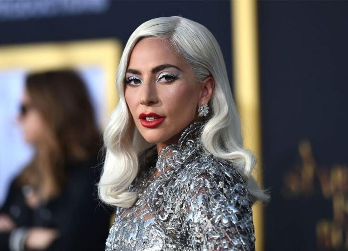 Lady Gaga üstsüz pozlarıyla sosyal medyayı adeta salladı!