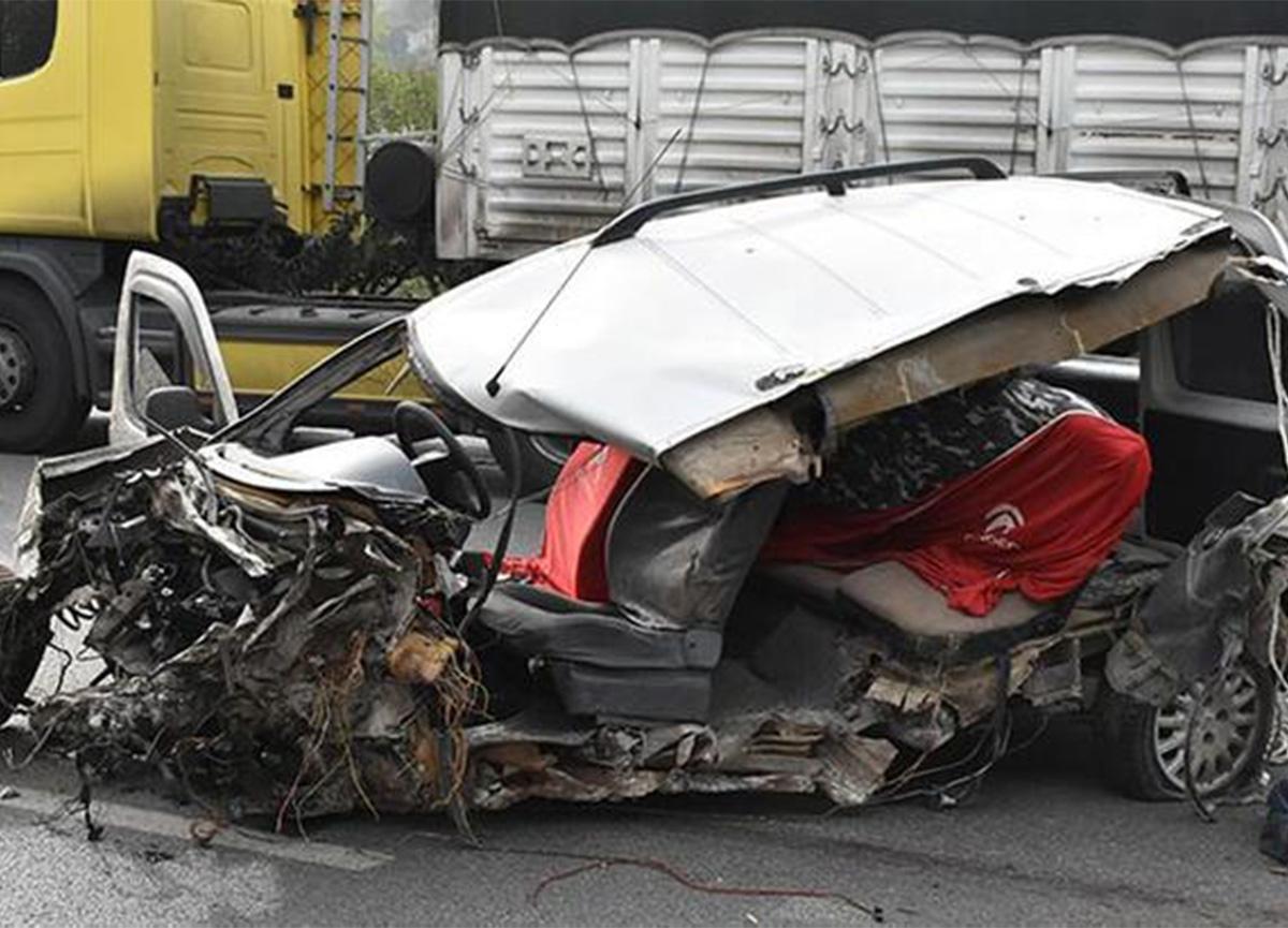 Samsun'da trafik kazası! Araç hurdaya döndü!