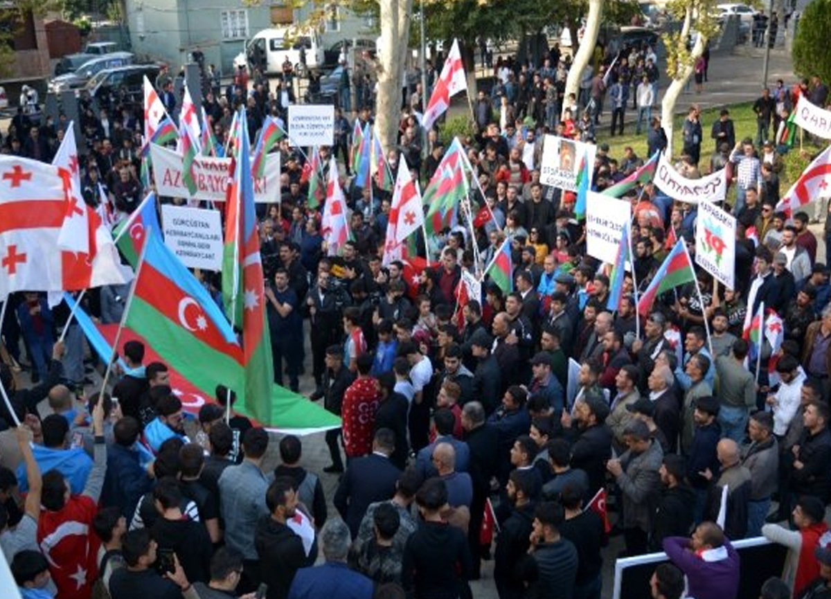 Gürcistan'da Azerbaycan'a destek mitingi düzenlendi