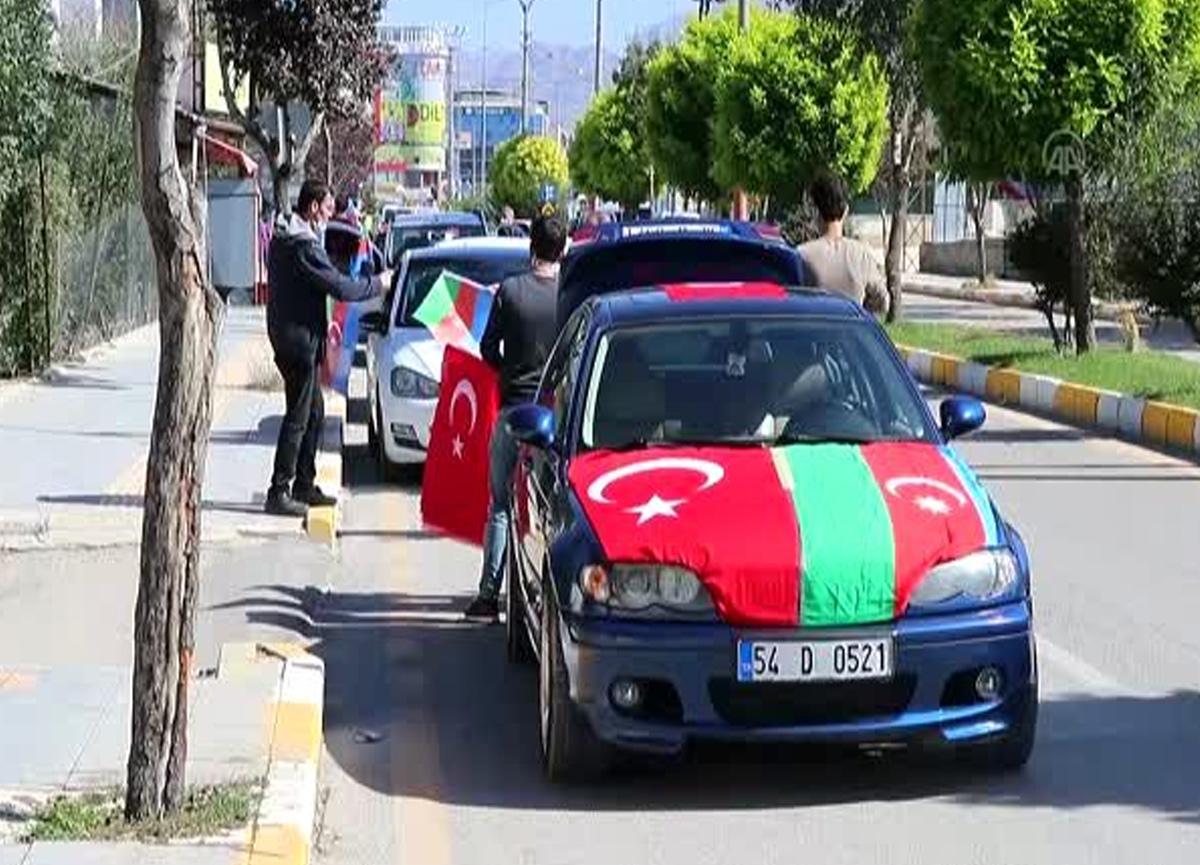 Azerbaycan'a destek için araç konvoyuyla tur attılar