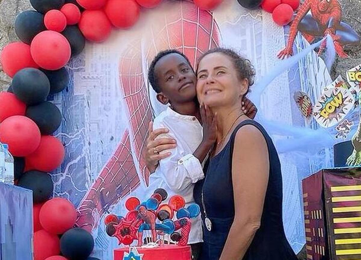 Esra Akkaya oğlu Can Alex'in yaş gününü kutladı