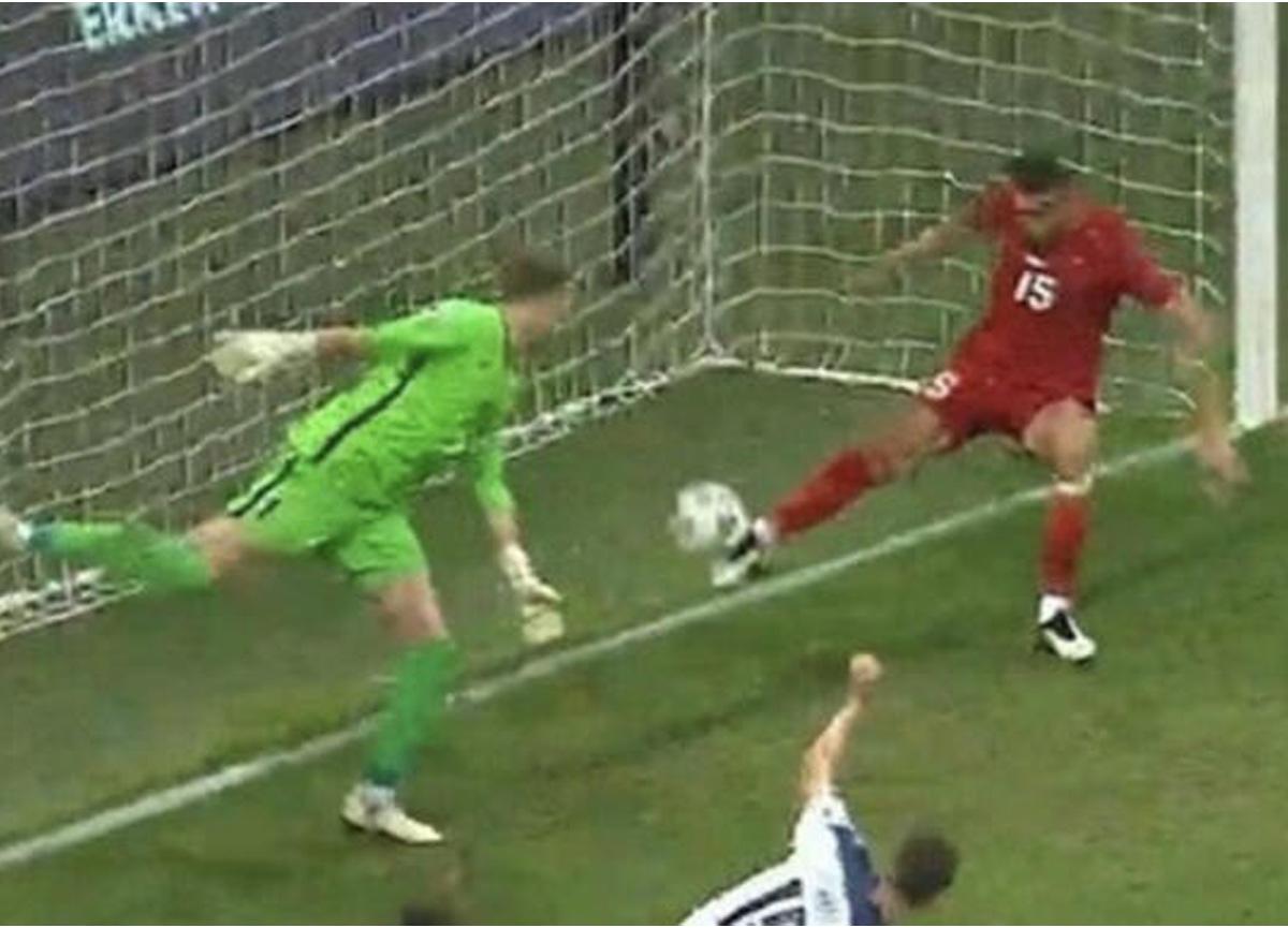 Milli Takımımızın Sırbistan ile 2-2 berabere kaldığı maça, Merih Demiral'ın hareketi damga vurdu