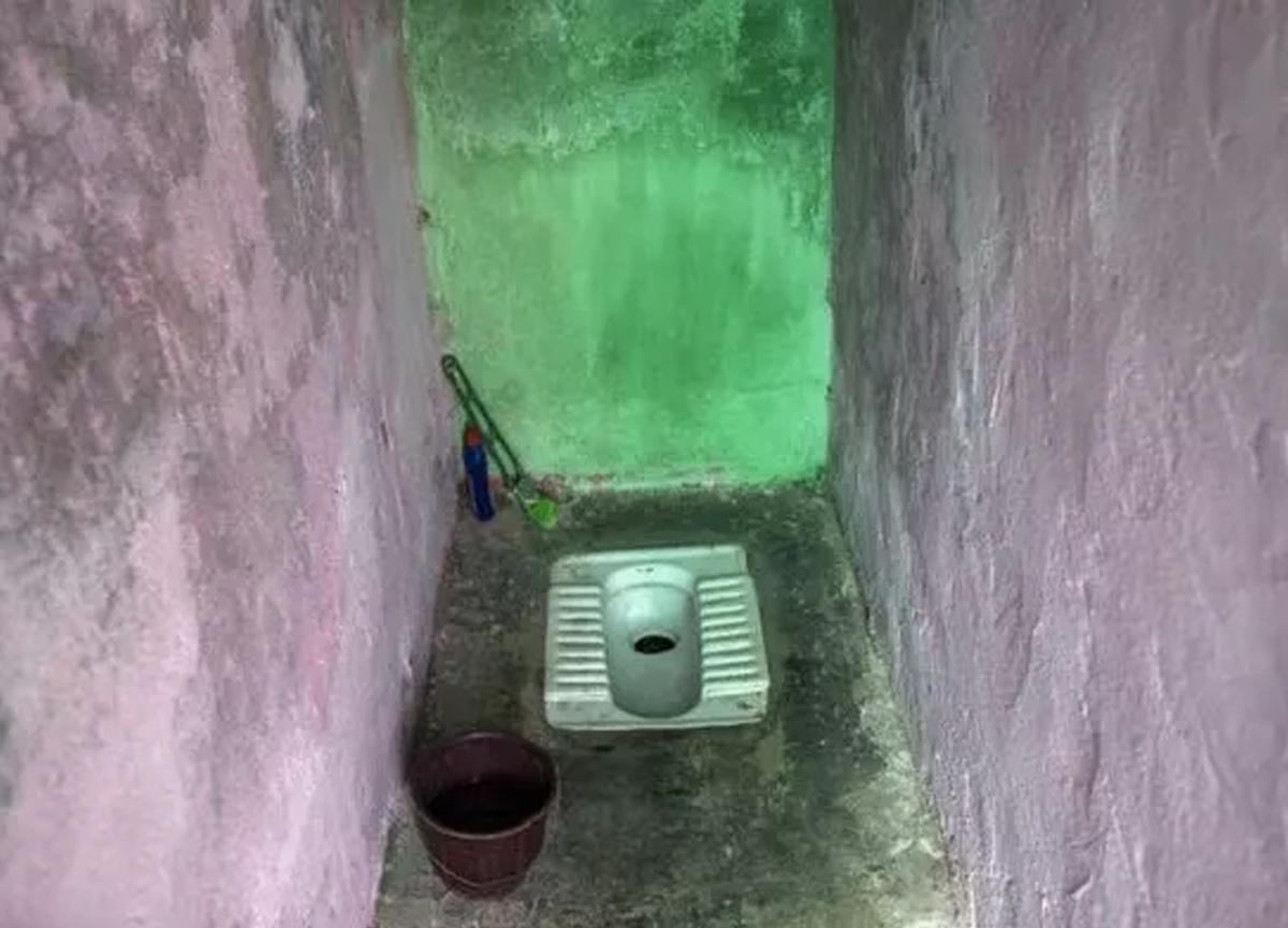 Hindistan'da korkunç olay! Kocası tarafından tuvalete kapatılan kadın 1.5 yıl sonra kurtarıldı