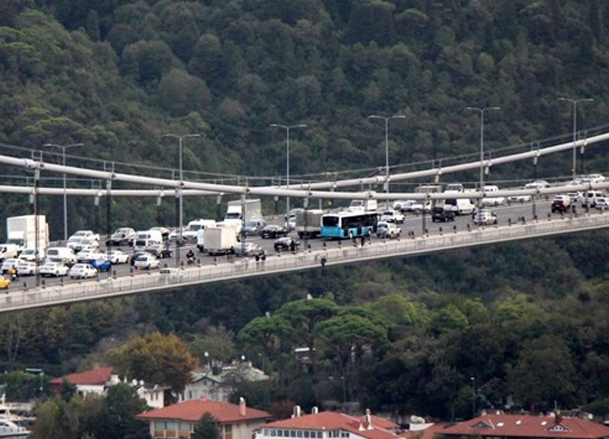 İstanbul FSM'deki intihar girişimi trafiği kilitledi!