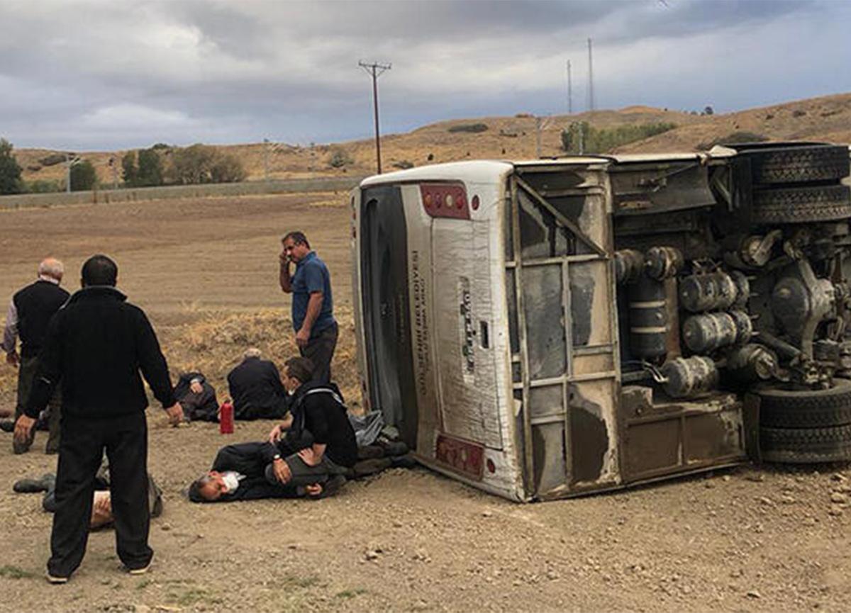 Yozgat'ta belediye otobüsü devrildi! 17 kişi yaralandı!