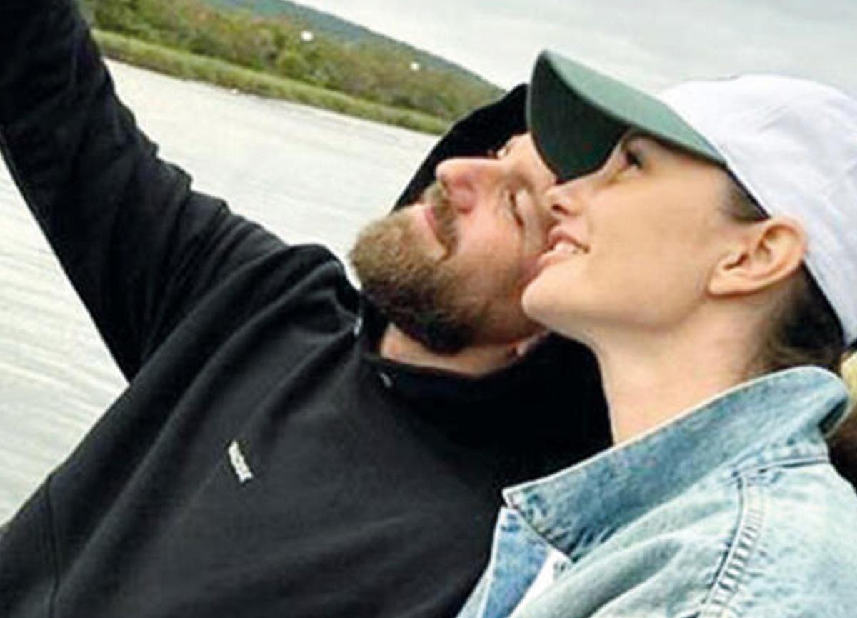 Yasemin Özilhan eşi İzzet Özilhan'la sonbahar tatiline çıktı