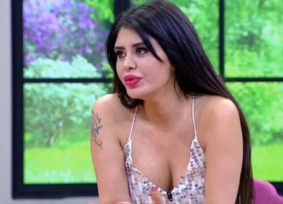 Güzel şarkıcı Ebru Polat yeni sevgilisini öpücüklere boğdu!