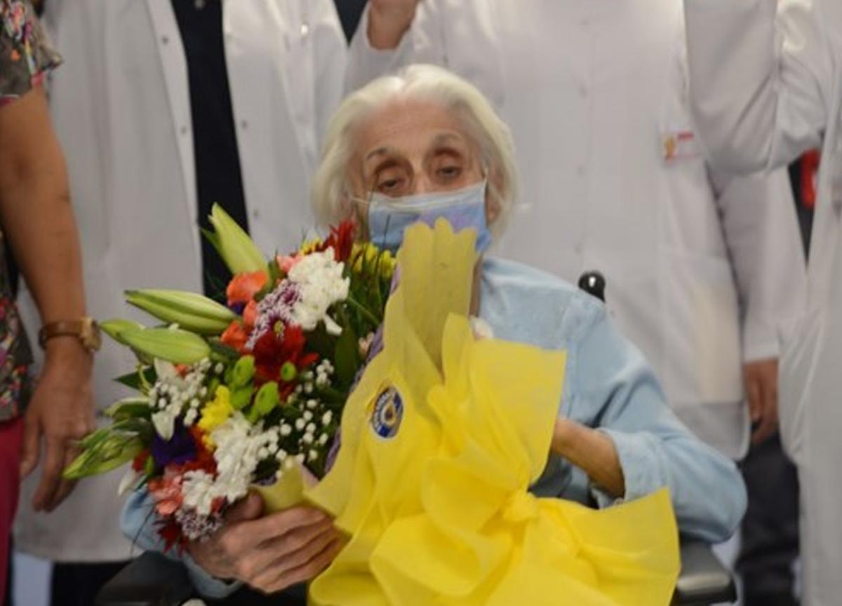 94 yaşındaki emekli hemşire koronavirüsü yendi