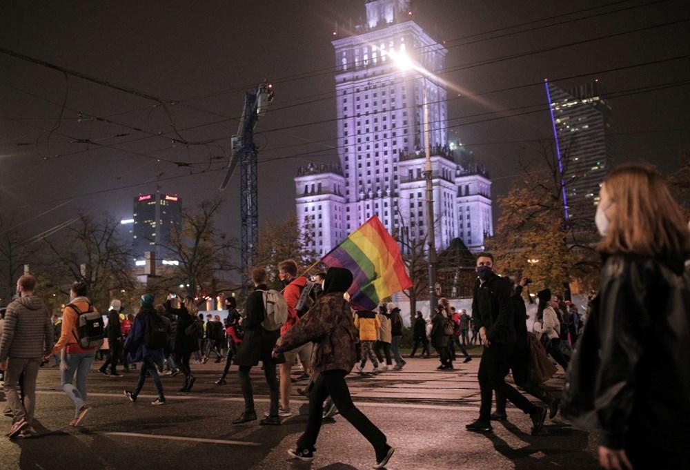 Polonya'da sokaklar karıştı! Kürtaj yasasını protesto ettiler