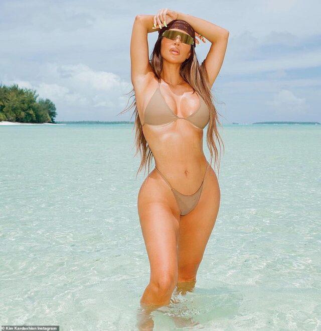 Kim Kardashian bikinisiyle kıvrımlı vücudunu sergiledi! Adeta yürek hoplattı...