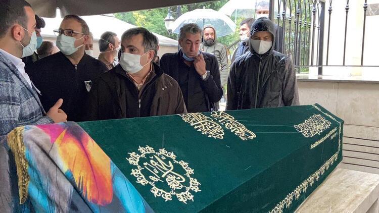 Erkan Petekkaya annesi Şerife Petekkaya'yı son yolculuğuna uğurladı - Resim