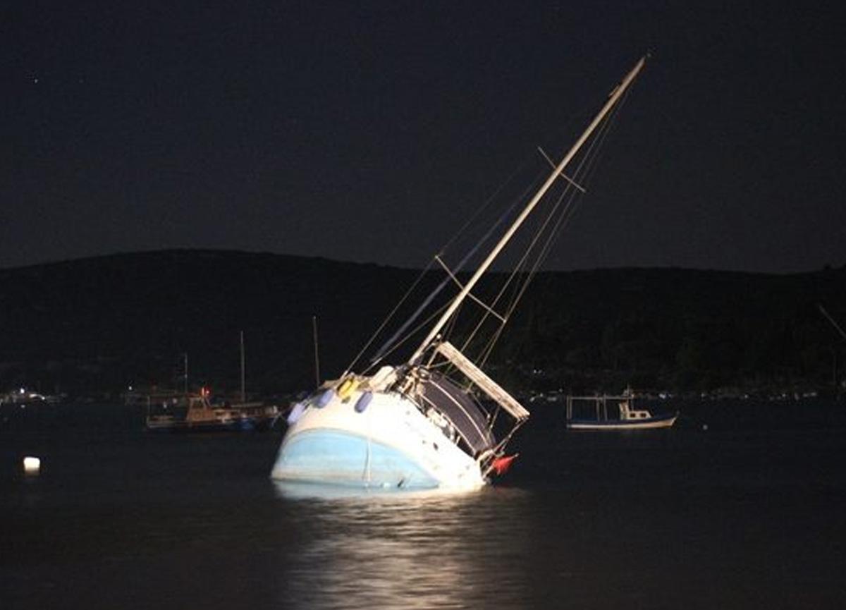 İzmir'de deprem sonrası denizdeki tekneler açığa sürüklendi