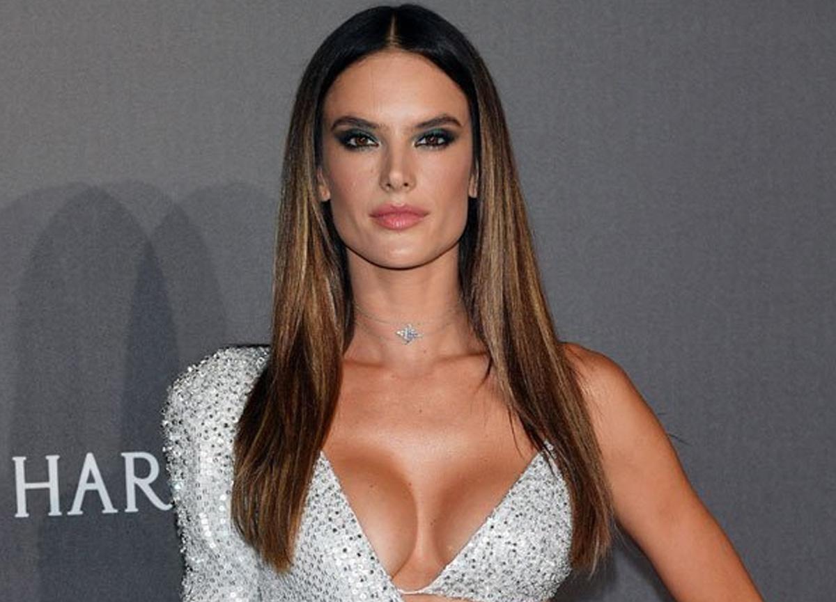Alessandra Ambrosio leopar desenli bikinisiyle yürek hoplattı
