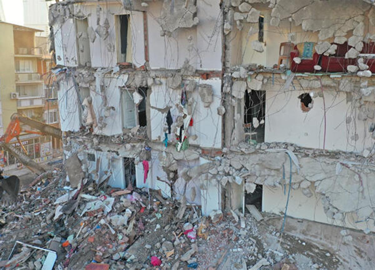 'Bölgenin altını kazsanız şokella gibi bir yapı çıkar' diyen uzmandan İzmir depremi yorumu!