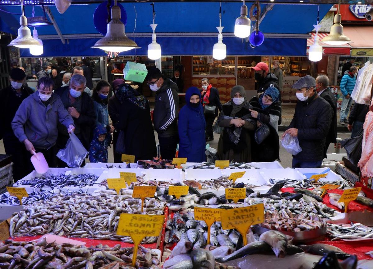 Karadeniz'in nimeti hamsinin kilosu 20 TL'den satılıyor