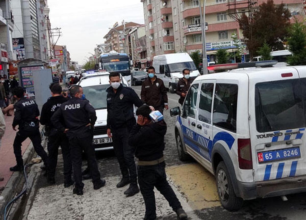 Van'da dehşet! Kasap kardeşler sokak ortasında bıçaklandı!