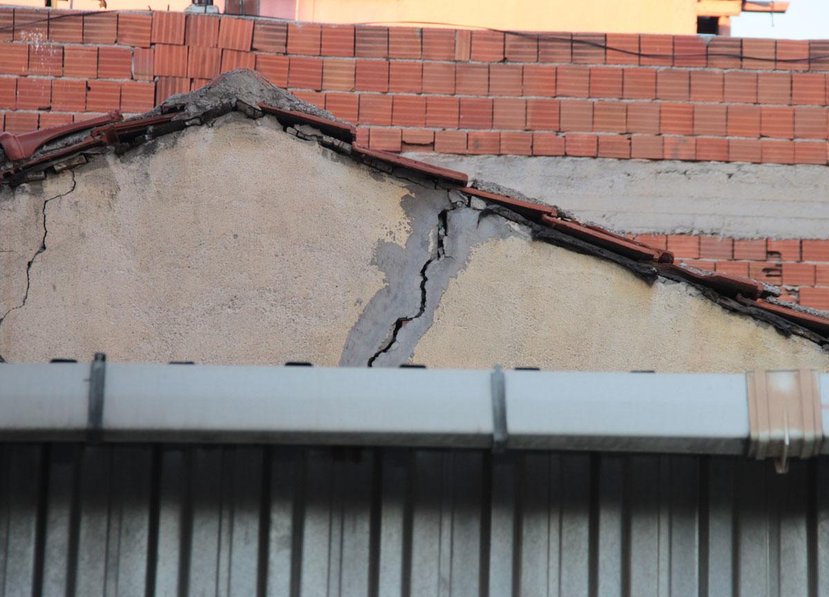 İzmir'de meydana gelen depremin ardından ev sahibinden akılalmaz istek