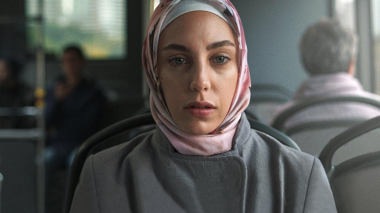 Netflix'te yayımlanan Bir Başkadır'da Tülin Özen'in dizideki yatak sahnesi olay oldu!