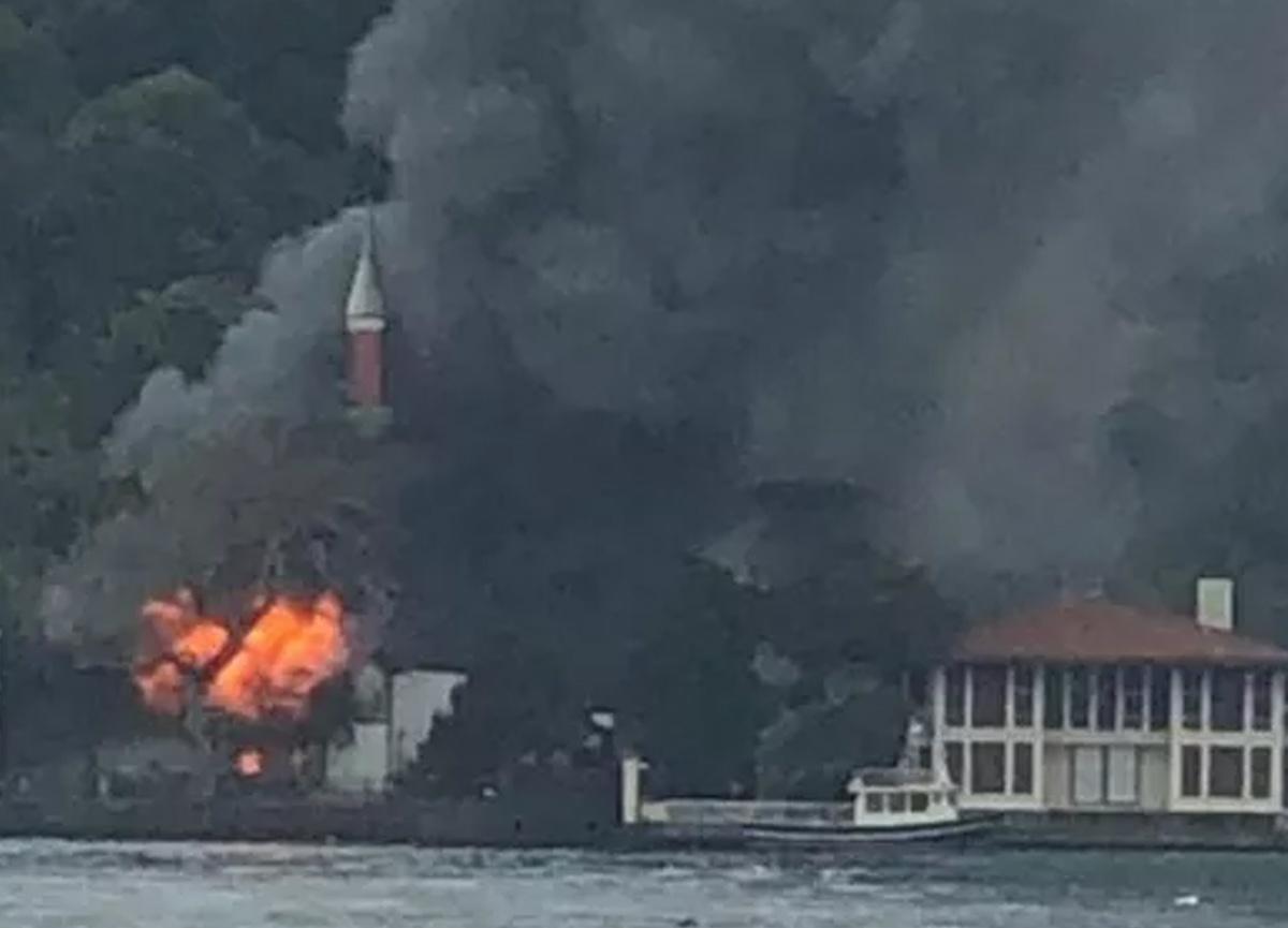 Son dakika: İstanbul'daki Tarihi Vaniköy Camii'nde yangın çıktı