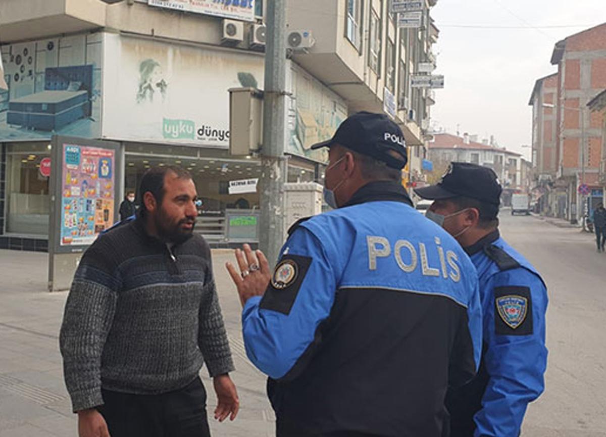 Maske takmadığı gerekçesiyle para cezası uygulanan kişinin polislere verdiği yanıt şoke etti