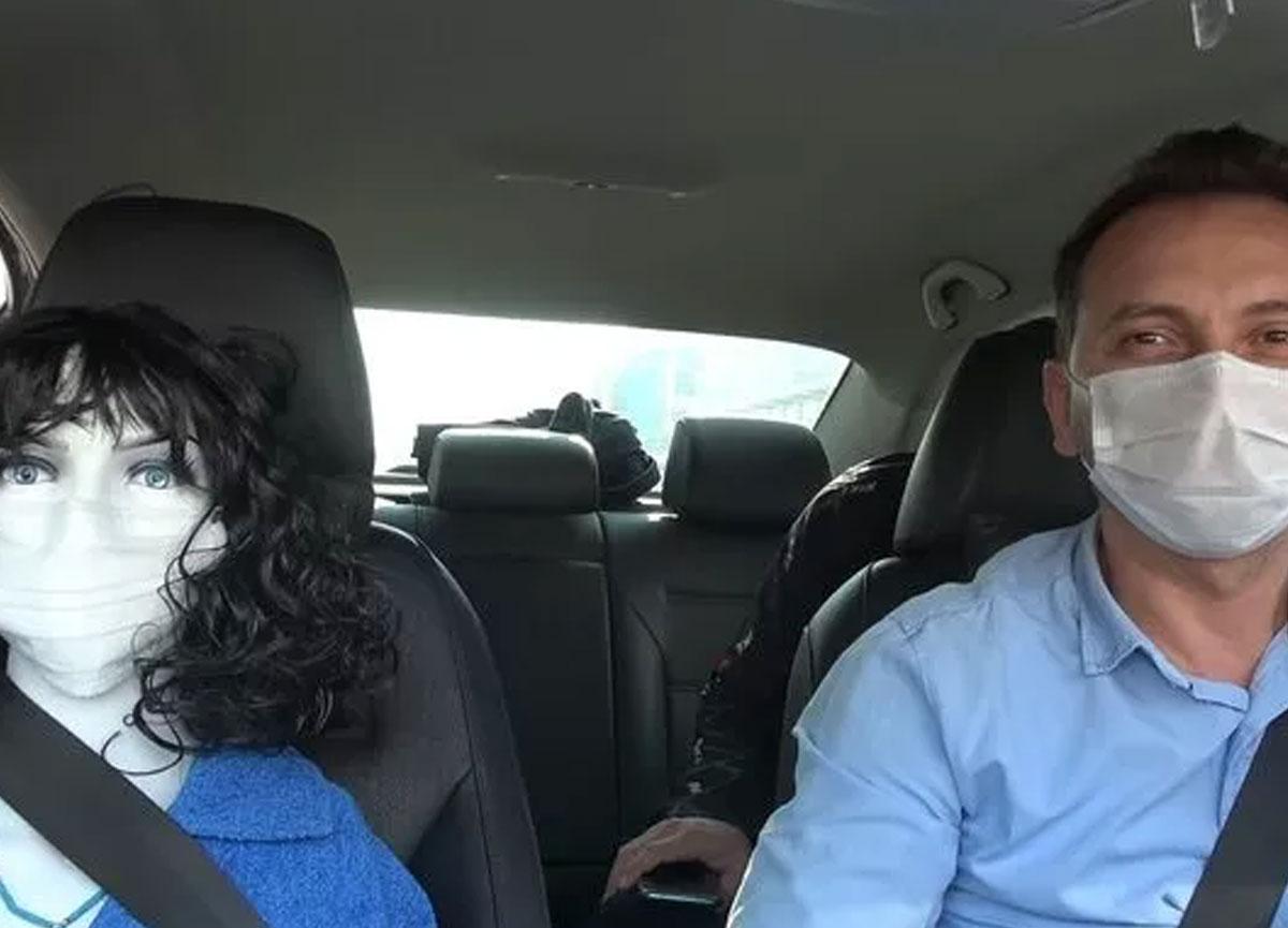 Taksiciden ilginç koronavirüs tedbiri: Araca binenler şaşırıp kalıyor