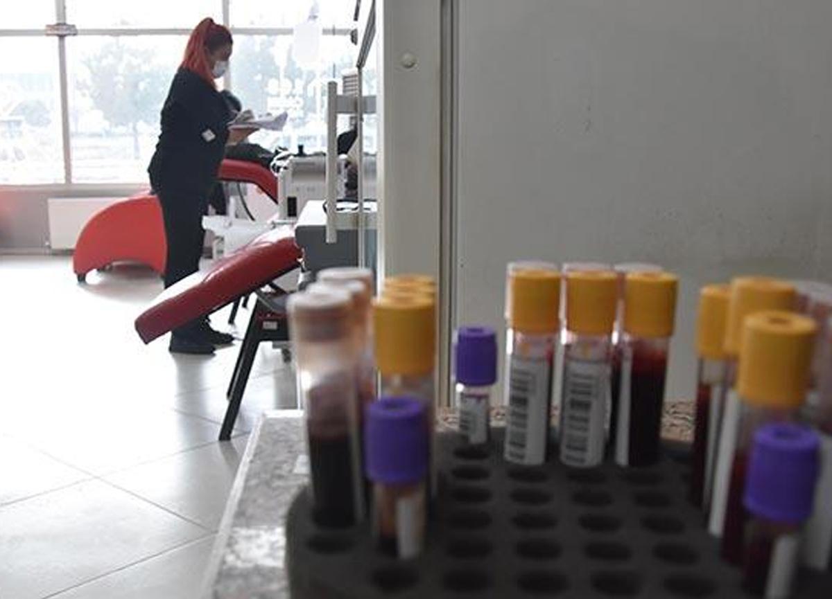 Evde koronavirüs tedavisi gören hastalar için 'elektronik bileklik' uygulaması başlatıldı