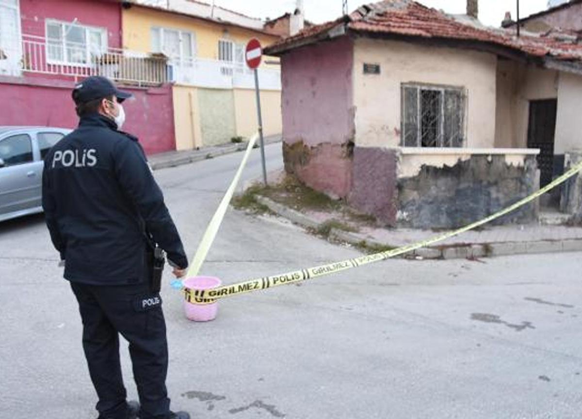 Eskişehir'de psikolojik sorunları olduğu öğrenilen kişi önce ablasını, ardından kendisini bıçakladı
