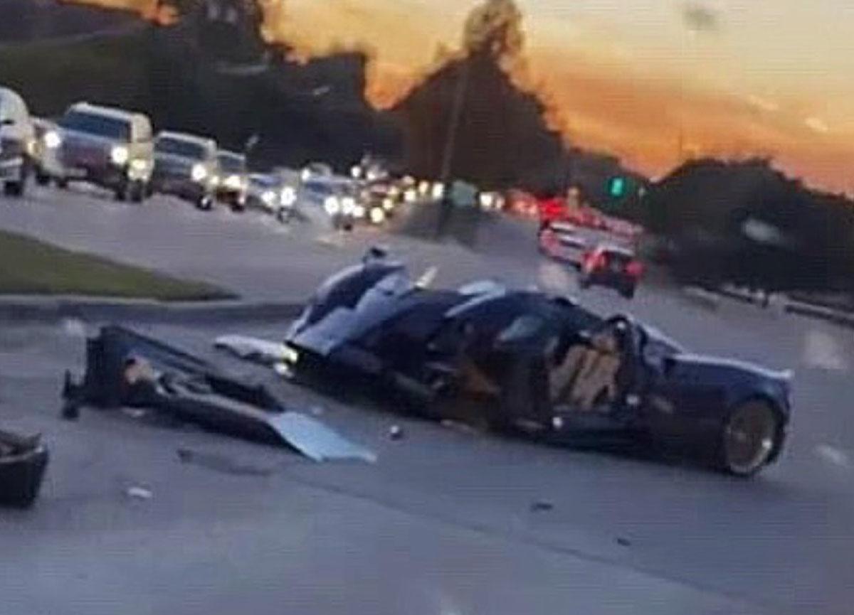 17 yaşındaki YouTuber Gage Gillean, babasının 3.4 milyon dolarlık aracını kazada perte çıkardı