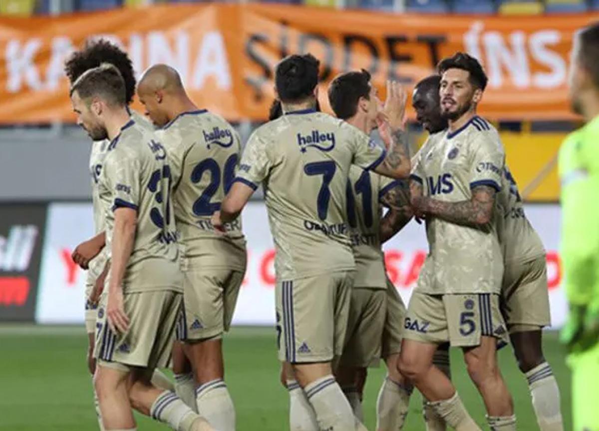 Fenerbahçe'den 15 yıl sonra bir ilk! Geçen sezonu şimdiden geçti...