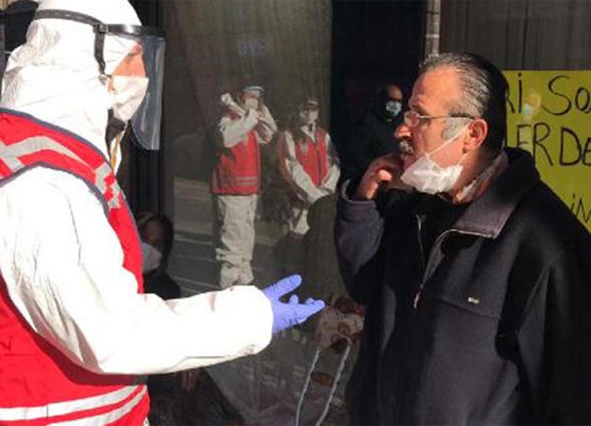 Sigara içerken yakalandı! Kimliğini isteyen polise 'Hayrola' dedi!