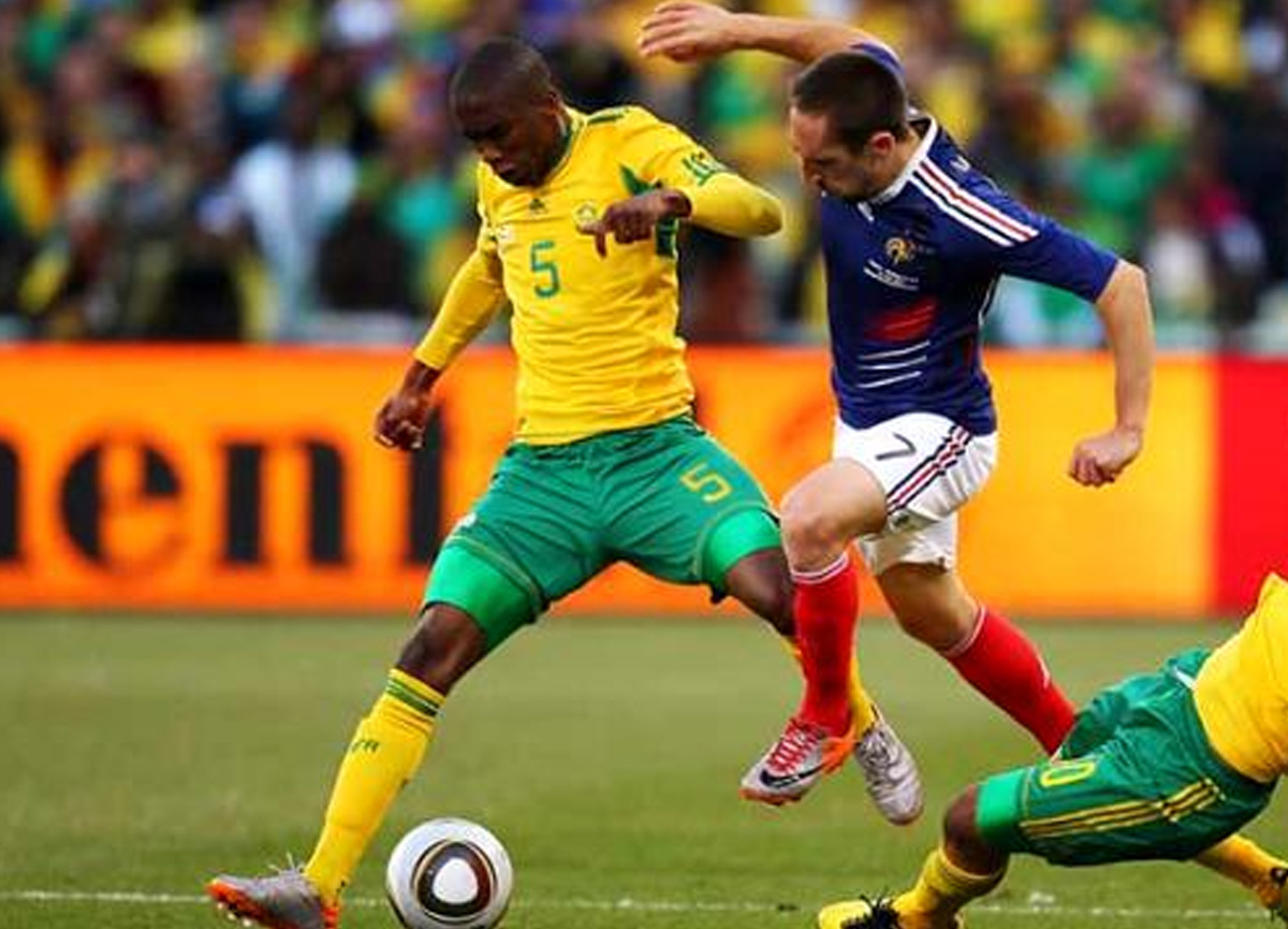 Güney Afrikalı futbolcu Anele Ngcongca trafik kazasında hayatını kaybetti
