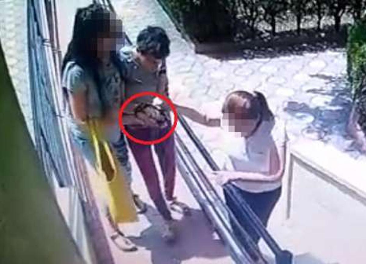 Hatay'da dehşete düşüren görüntü! Engelli kızının ellerini bağlayarak...