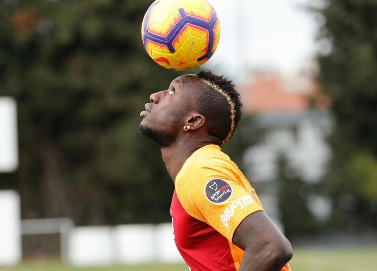 Galatasaraylı Mbaye Diagne en sonunda menajerini de isyan ettirdi