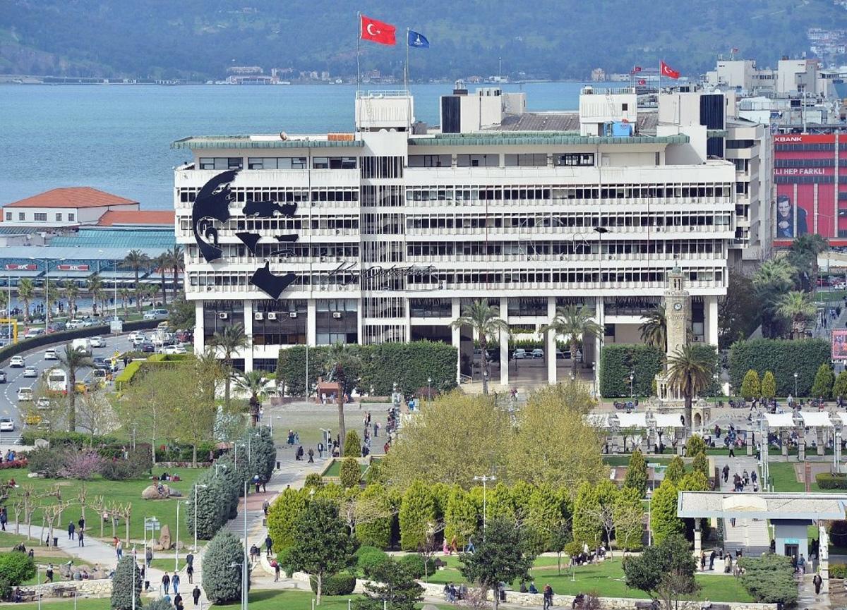 İzmir Büyükşehir Belediye binası için yıkım kararı! Depremden sonra...