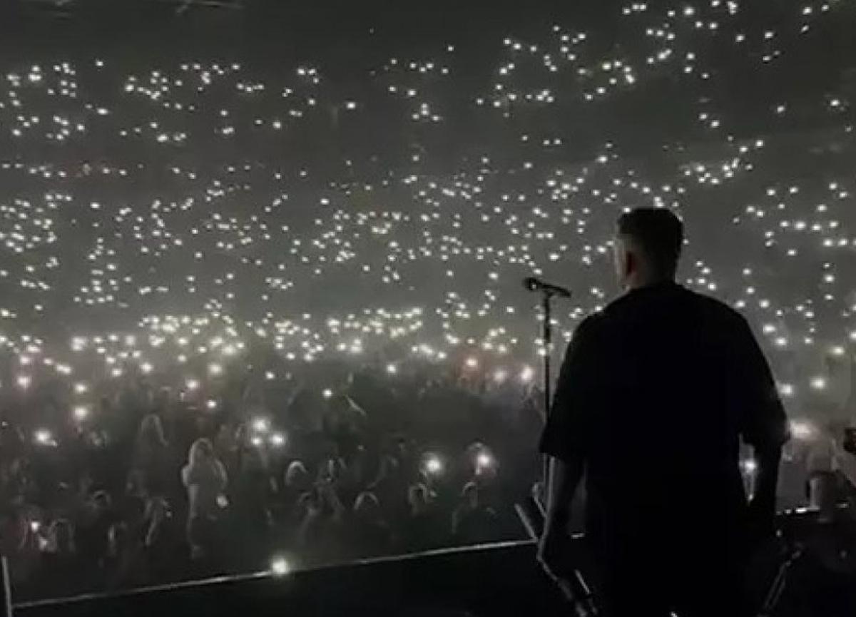 Rusya'da rapçi Basta'nın koronavirüs önlemlerinin hiçe sayarak verdiği konser tepki gördü