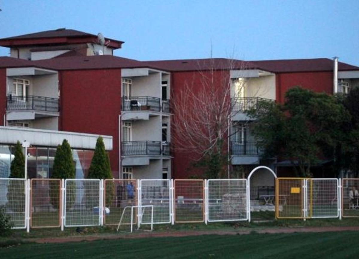 10 futbolcusu birden koronavirüse yakalanan Kocaelispor tesislerini kapattı