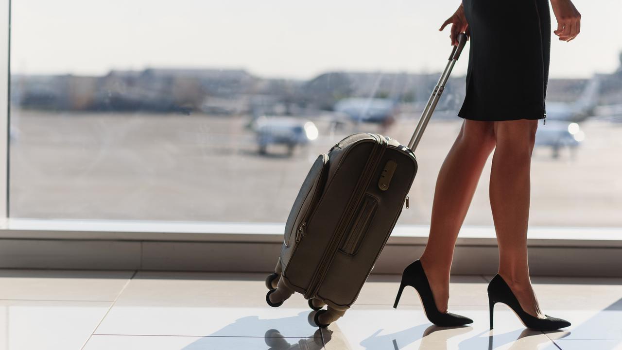 Yolcular şoke oldu! Hostes teklif etti, anlaştığı kişilerle otelde cinsel ilişkiye girdi!