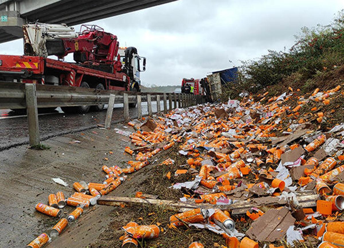 İstanbul'da kaza! Sürücü kamyonda sıkıştı!