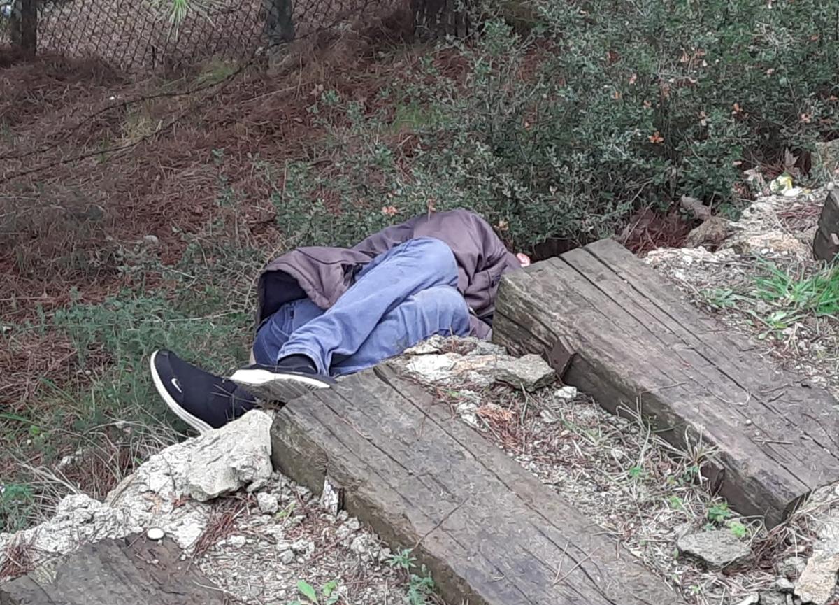 Gören polisi aradı: Tuvaletini yapmak için mezarlığa giren genç ölü bulundu