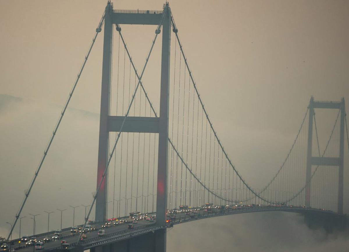 İstanbul'da sis etkili oluyor: Sefer iptalleri var