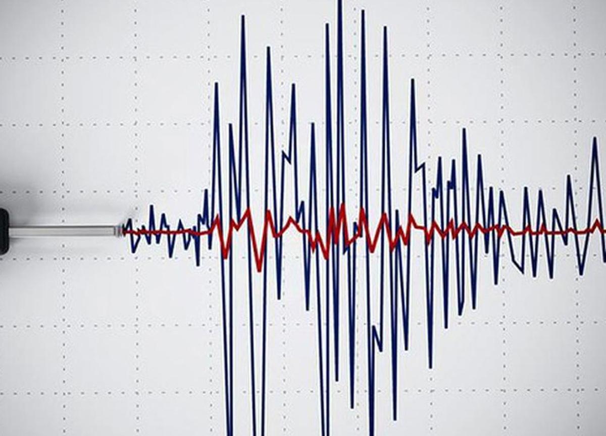 Ege Denizi'nde 4, 1 büyüklüğünde deprem! İzmir'de de hissedildi...
