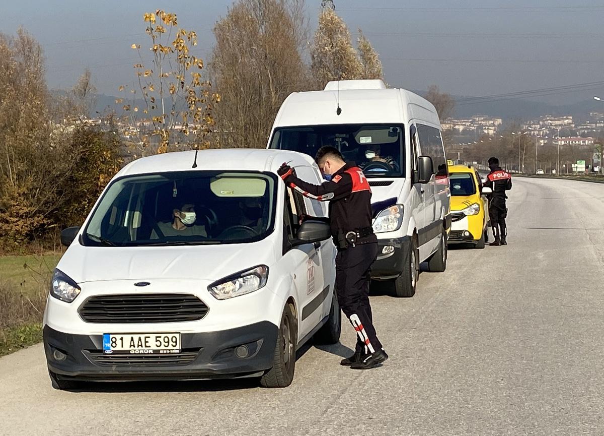 Tatil şehri Akçakoca'ya giden 2 kişiye, 3 bin 150'şer TL ceza!