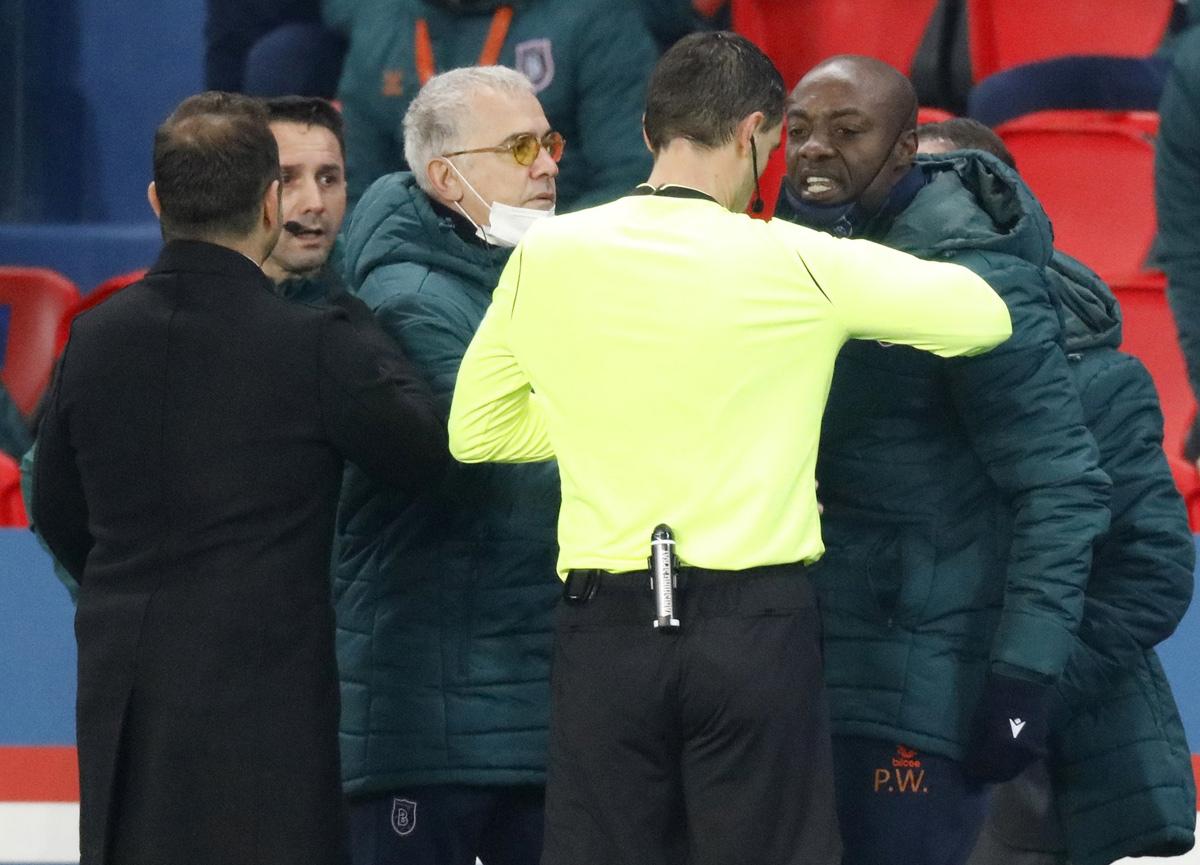 PSG-Başakşehir maçında ırkçılık rezaleti! Başakşehir sahadan çekildi
