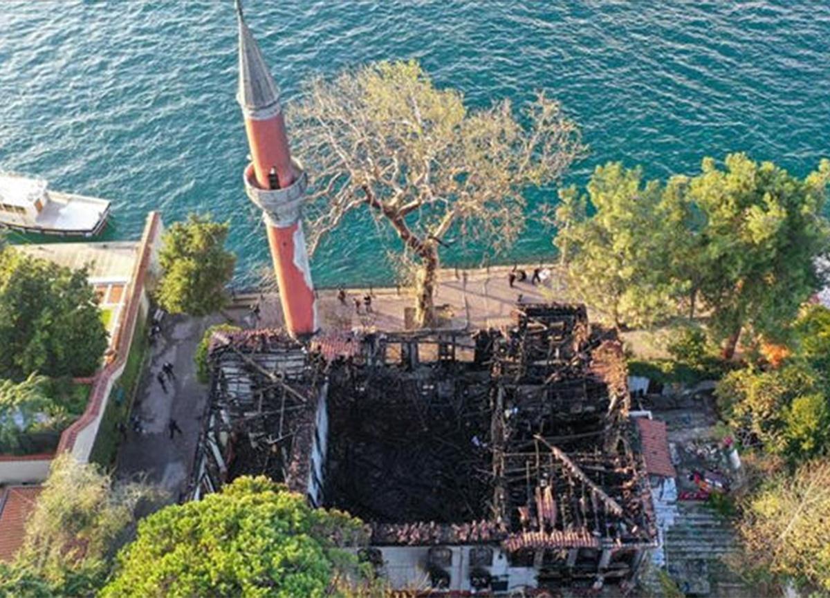 Vaniköy Camii'ndeki yangında son dakika gelişmesi