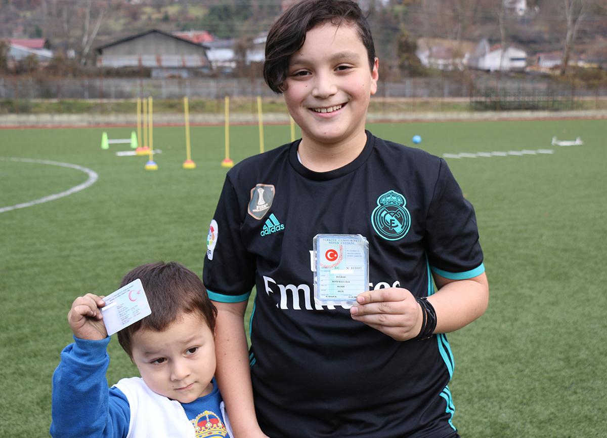 Real Madrid taraftarı olan Karabüklü esnaf, çocuklarına Raul ve Ronaldo adını verdi