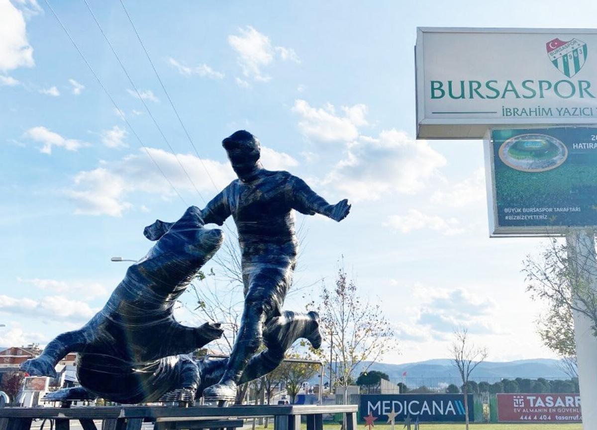 Bursaspor, Pablo Batalla'nın heykelini dikti!