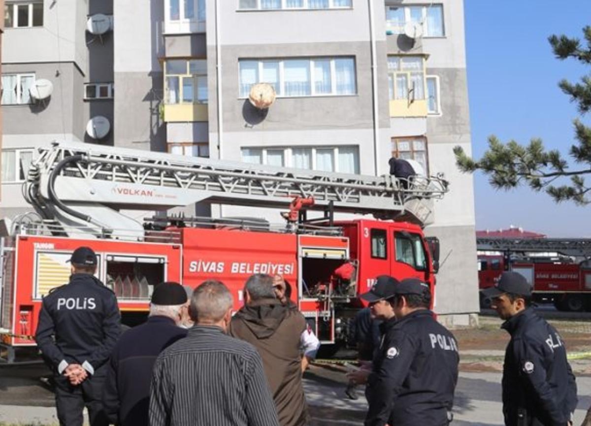 Sivas'ta evinde çıkan yangını söndürmeye çalışırken yaşamını yitirdi