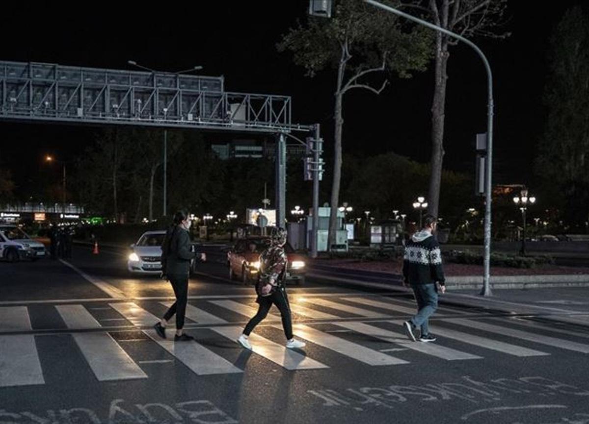 Vatandaşların sokağa çıkma kısıtlamasını akılalmaz yöntemlerle deldiği ortaya çıktı