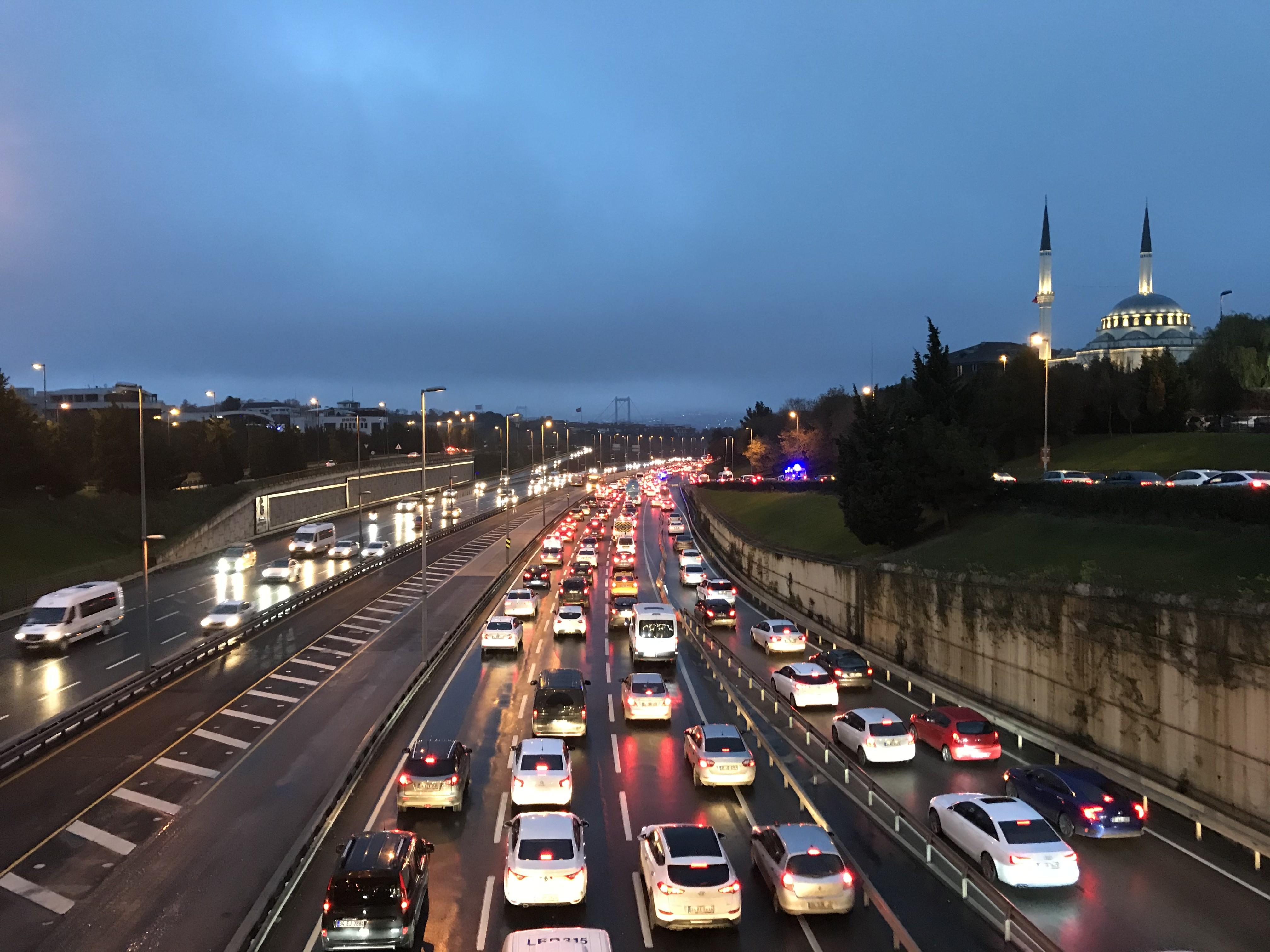 56 saatlik kısıtlama sonrası İstanbul'da trafik yoğunluğu!